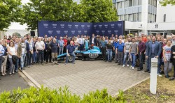 Race driver David Beckmann visits sponsor GROHE at the Hemer production site – the whole team GROHE,